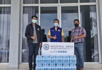 """<span>ฉะเชิงเทรา-""""IWRM"""" ภาคธุรกิจจัดการ น้ำ เพื่อบริโภคและอุตสาหกรรม มอบน้ำดื่มขนาด600มล. 3,600 ขวด จาก """"ร่วมแบ่งปันน้ำใจให้ โรงพยาบาลสนาม และ สถานพักคอย เพื่อผู้ป่วยโควิด-19 อ.บางปะกง จ.ฉะเชิงเทรา</span>"""